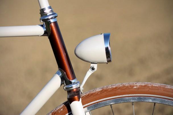 Fanale della bici bianco